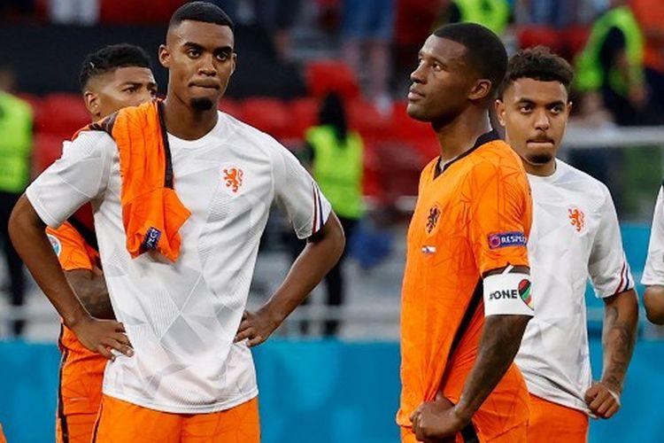 Eksrpesi kekecewaan para pemain timnas Belanda setelah kalah 0-2 dari Republik Ceko pada laga 16 besar Euro 2020 yang dihelat di Puskas Arena, Budapest, Hongaria, Minggu (27/6/2021) malam WIB.