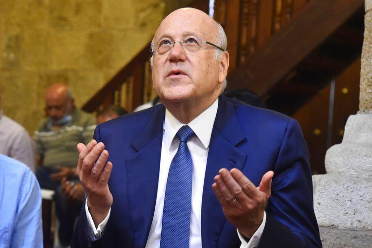 Faksi-faksi Lebanon membentuk pemerintahan baru pada hari Jumat, memecahkan 13- kebuntuan bulan yang melihat negara meluncur lebih dalam ke dalam kekacauan keuangan dan kemiskinan.