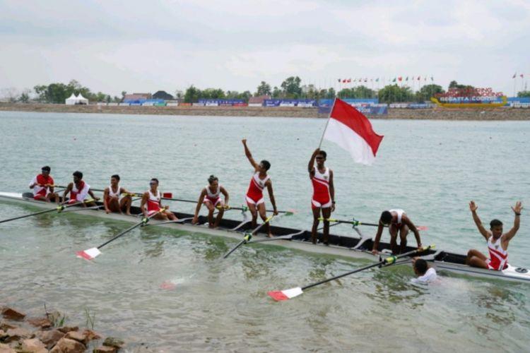 Indonesia akhirnya meraih medali emas dari nomor rowing delapan pedayung kelas ringan putra (LW8+) dalam pertandingan final di lintasan Danau Jakabaring, Palembang, Jumat (24/8/2018). Emas disumbangkan oleh pedayung Ali Buton, Ujang Hasbulloh Ferdiansyah, Ardi Isadi, Ihram, Tanzil Hadid, Muhad Yakin, Rio R Darmawan dan Jefri Ardiant
