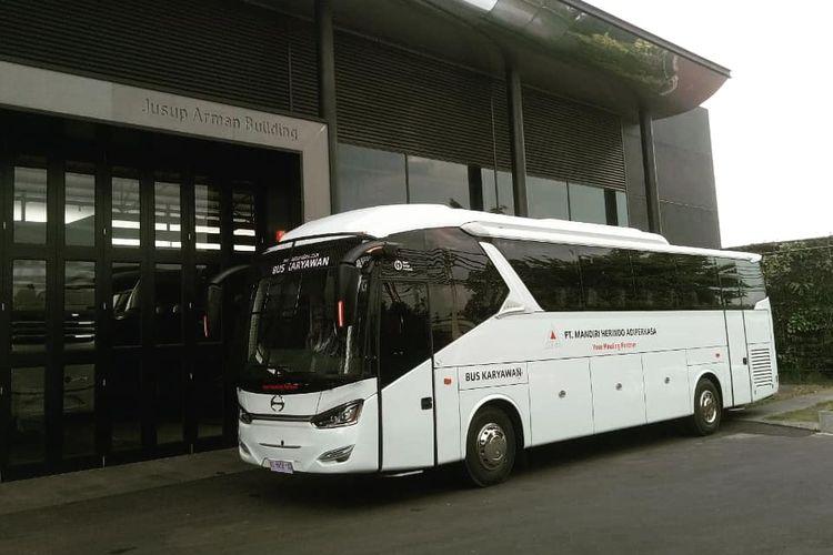 Bus karyawan tambang