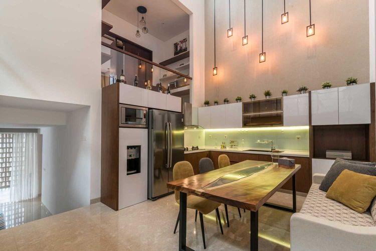 Ruang makan Dast Residence senyaman ruang keluarga