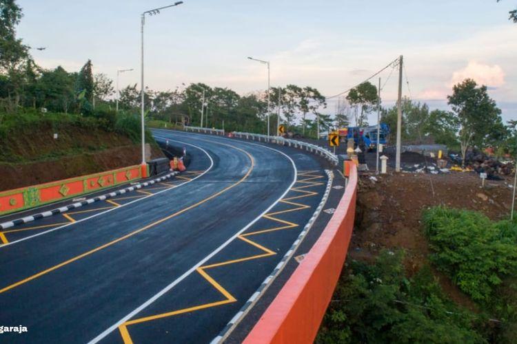 Kementerian Pekerjaan Umum dan Perumahan Rakyat (PUPR) terus melanjutkan pembangunan jalan pintas (shortcut) ruas Mengwitani-Singaraja.