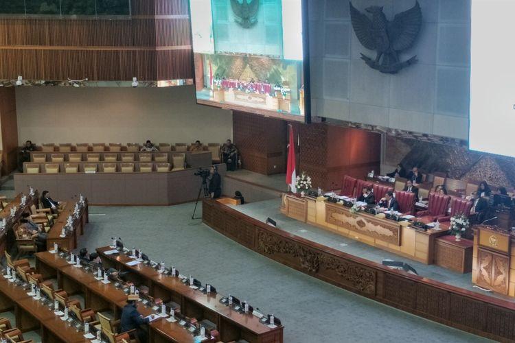 Dewan Perwakilan Rakyat (DPR) menunda pengesahan Rancangan Undang-Undang (RUU) tentang Sumber Daya Air dalam Rapat Paripurna di Kompleks Parlemen, Senayan, Jakarta, Selasa (3/9/2019).