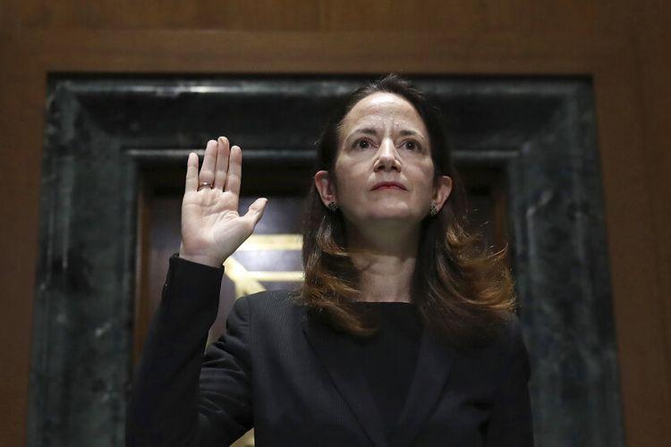 Pilihan Presiden Joe Biden untuk Direktur Intelijen Nasional Avril Haines dilantik selama sidang konfirmasi di hadapan komite intelijen Senat di Washington.