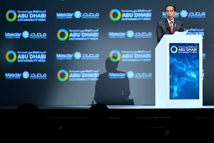 Presiden Jokowi saat menyampaikan pidato kunci pada forum Abu Dhabi Sustainability Week (ADSW) di Abu Dhabi, Uni Emirat Arab, Senin (13/1/2020).