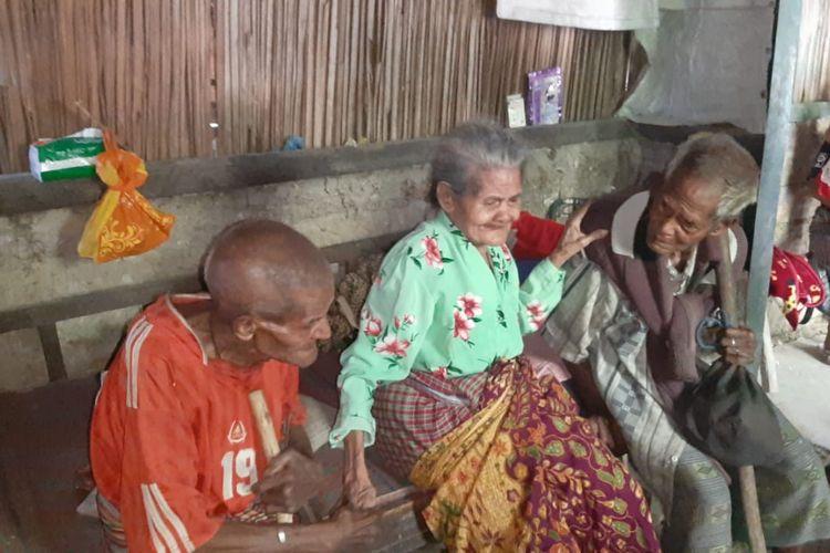 Pertemuan haru tiga orang kakak beradik berusia renta Katarina Tauho-Faot (105), Nikolas Faot (103) dan Fransiskus Faot (101), dari Kabupaten Timor Tengah Selatan (TTS), NTT, yang viral di media sosial