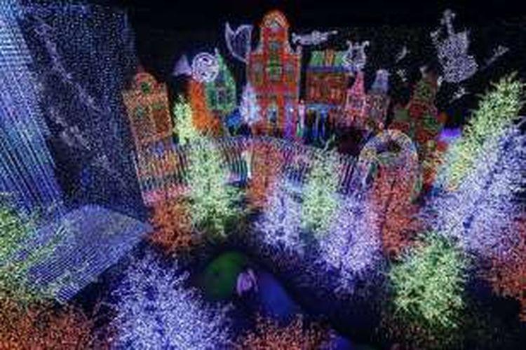 Dalam ruangan besar, Universal Journey akan membawa wisatawan ke dalam delapan zona tematik.