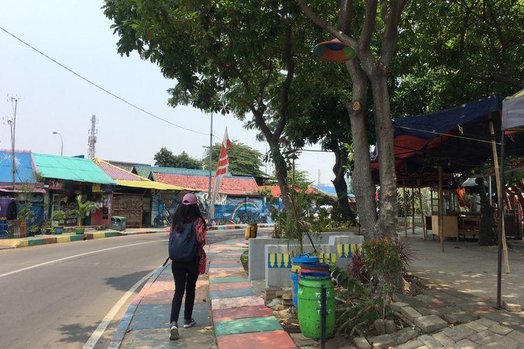 Kampung Bekelir, kampung kumuh yang kini telah bertransformasi menjadi kampung warna-warni yang instagramable, di Kelurahan Babakan, Kota Tangerang, Minggu (30/9/2018).