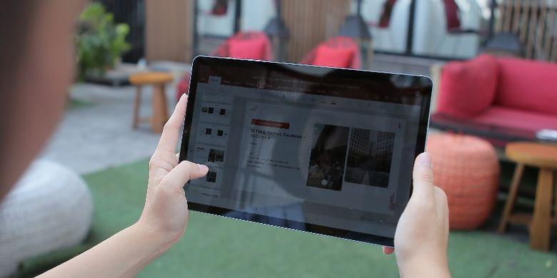 Memanfaatkan teknologi berupa perangkat bisa membantu produktivitas kerja.