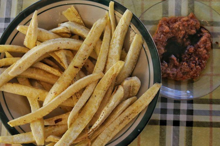 Pisang Goroho yang disantap dengan sambal sagela makanan khas dari Gorontalo