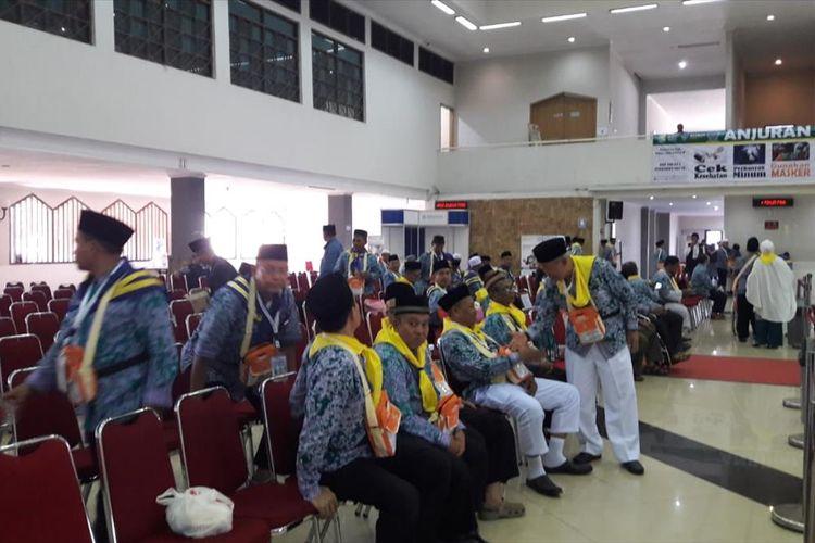 Calon Jemaah Haji kloter 19 di Asrama Haji Jakarta, Pondok Gede, Jakarta Timur, Rabu (17/7/2019).