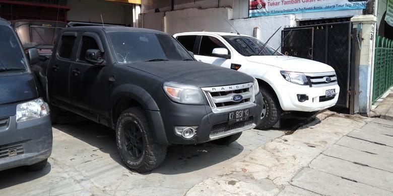 Beberapa model kendaraan dcab yang dijual di showroom mobil bekas