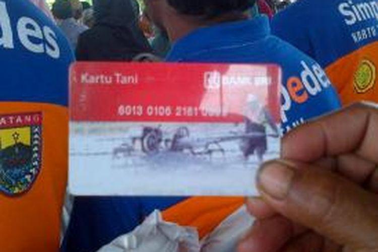 Kartu Tani yang diluncurkan Gubernur Jawa Tengah, Ganjar Pranowo, Rabu (4/3/2015). Kartu tani diharapkan mampu memutus penyelewengan distribusi pupuk.