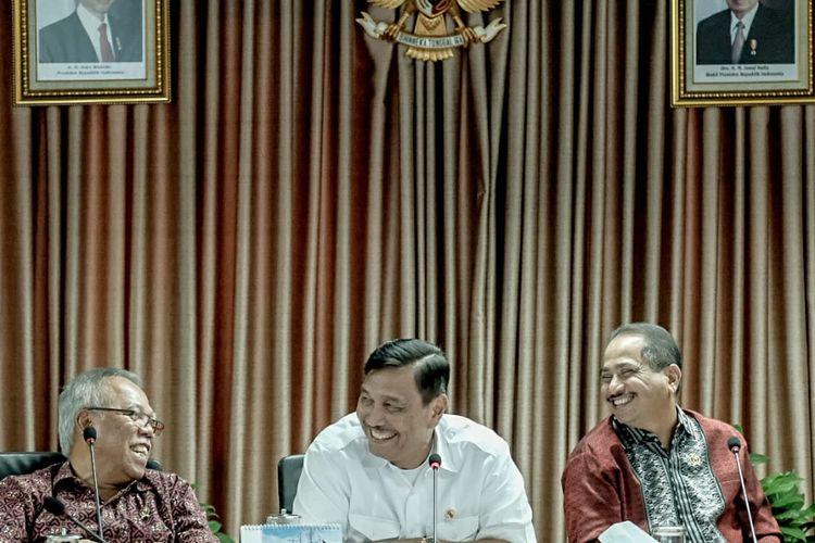 Menteri Koordinator Bidang Kemaritiman, Luhut Binsar Panjaitan saat Rapat Koordinasi Pengembangan Pariwisata Danau Toba di Kantor Kemenkomar, Jakarta, Jumat (2/8/2019) mendorong Kementerian dan Lembaga terkait untuk bergerak cepat membangun infrastruktur di kawasan Danau Toba.