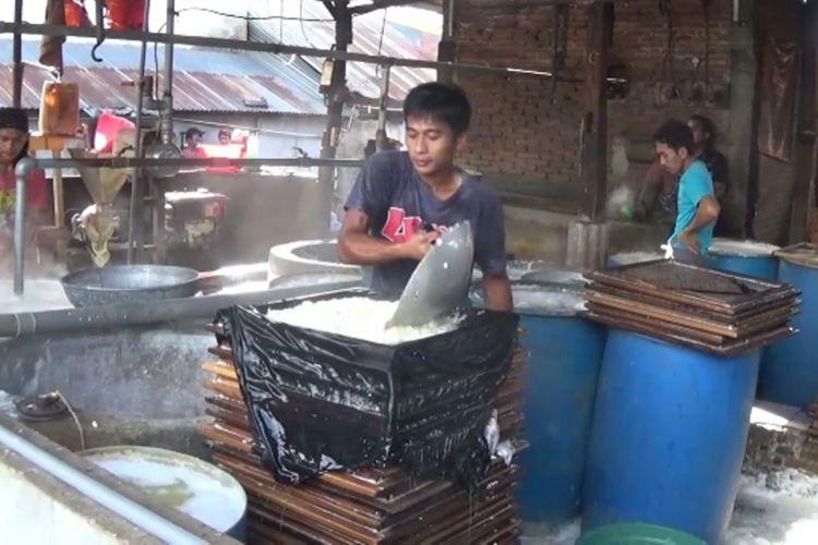 Pabrik tahu dan tempa milik Mukti di Polewali Mandar, Sulawesi Barat.