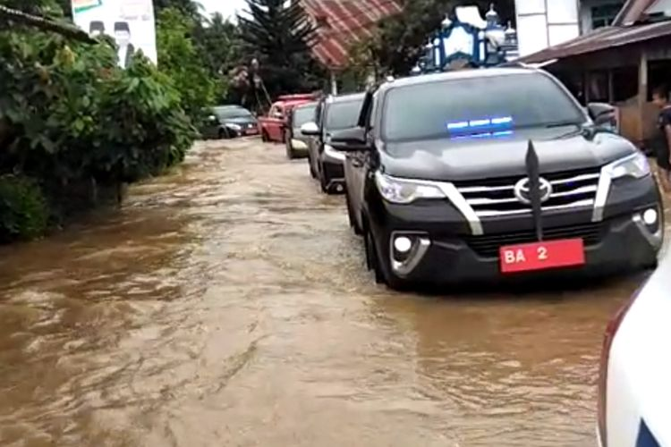Banjir dan longsor melanda Kabupaten Solok, Sumatera Barat, Selasa (18/2/2020). Dilaporkan satu warga tewas tertimbun longsor