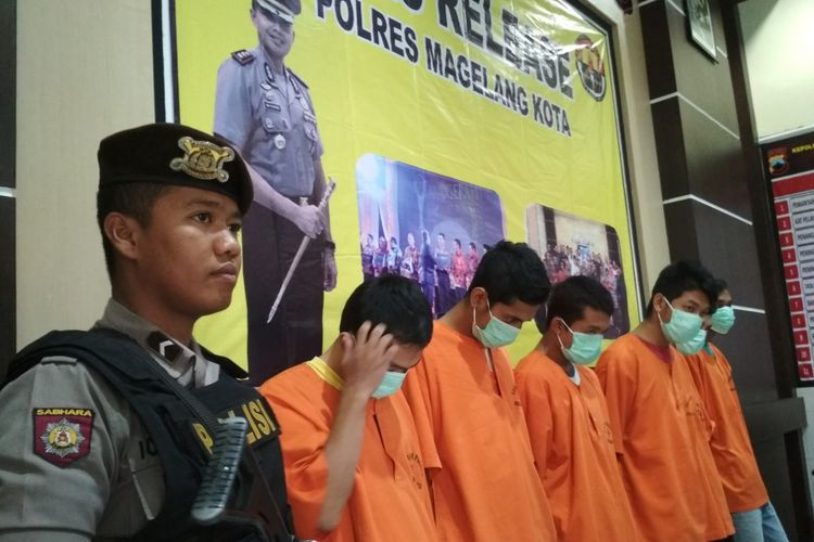 Enam tersangka jaringan narkoba diamankan Kepolisian Resor Magelang Kota,  Jawa Tengah,  Senin (24/7/2017).