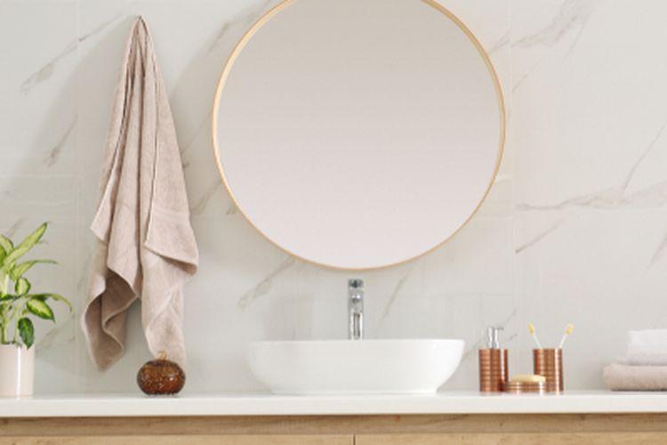 Ilustrasi cermin di kamar mandi.