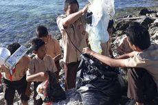 Hari Pendidikan Nasional, Guru dan Siswa Kepulauan Seribu Punguti Sampah di Pantai