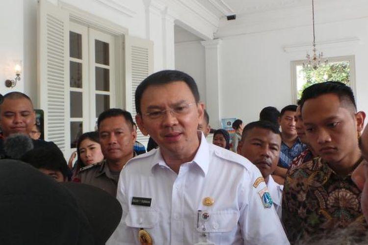 Gubernur DKI Jakarta Basuki Tjahaja Purnama atau Ahok saat mendengar aduan warga di Pendopo Balai Kota DKI Jakarta, Rabu (1/3/2017).