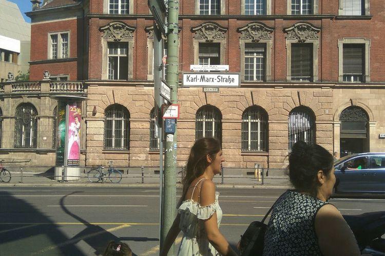 Karl-Marx-Straße atau Jalan Karl mark di Berlin, Jerman