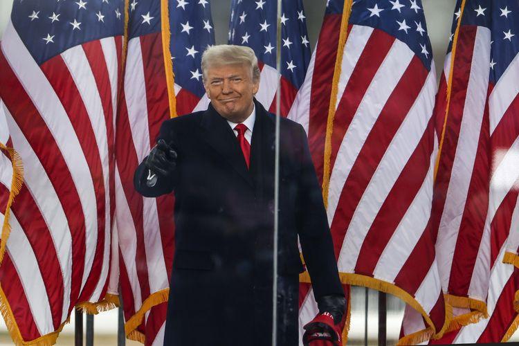 Presiden Amerika Serikat (AS) Donald Trump hadir dalam kampanye Stop the Steal pada 6 Januari 2021 di Washington DC. Pendukung Trump berkumpul di ibu kota untuk memprotes ratifikasi kemenangan Joe Biden yang dilakukan Kongres AS.