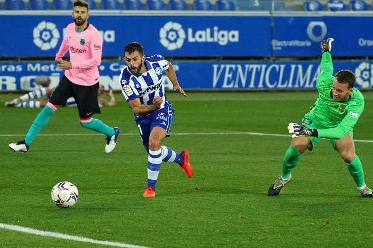 Proses gol Luis Roja pada laga Deportivo Alaves vs Barcelona di Stadion Mendizorroza, Sabtu (31/10/2020) atau Minggu dini hari WIB.
