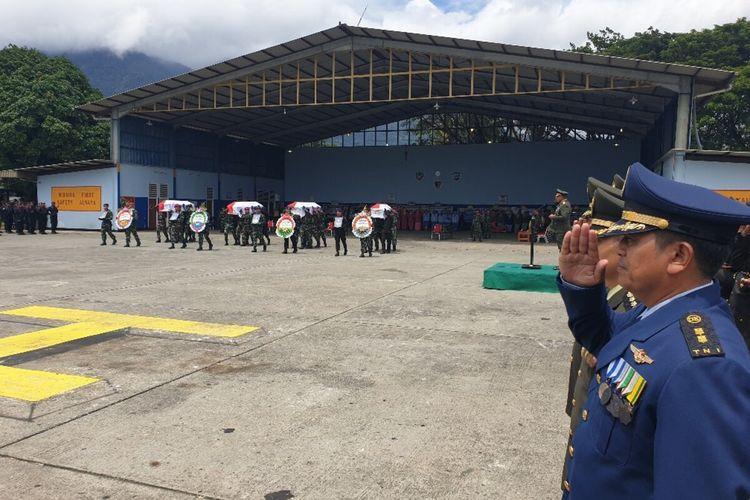 Pelepasan jenazah 4 Anggota TNI korban jatuhnya Heli MI17, Jayapura, Papua, Selasa (18/02/2020)