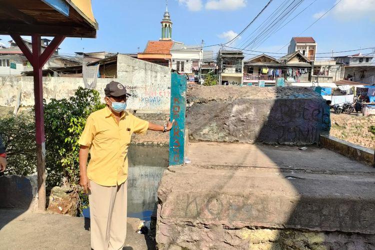 Warga RW 06 Kampung Rawa, Johar Baru, Jakarta Pusat, mengeluhkan keberadaan jembatan penyeberangan orang (JPO) di sekitar permukiman mereka. Warga meminta Pemkot Jakpus membongkar jembatan itu karena sering kali dijadikan akses dua kelompok pemuda saat tawuran.