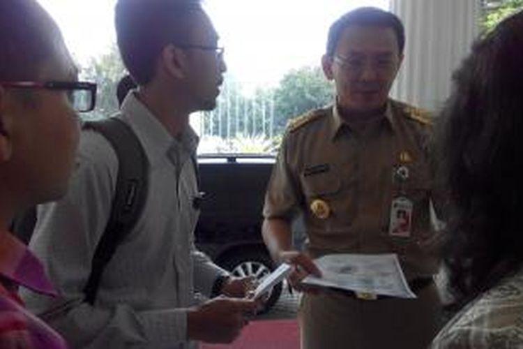 Gubernur DKI Jakarta Basuki Tjahaja Purnama dan Tim Advokat KMMSAJ Arif Maulana.