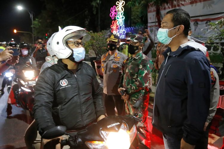 Wali Kota Semarang Hendrar Prihadi saat meninjau proses penyekatan perbatasan Kota Semarang dan Kabupaten Semarang, Minggu (11/7/2021) malam.