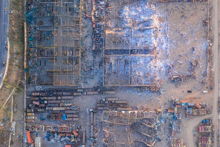 Kompleks pergudangan di pelabuhan Beirut, Lebanon, hancur lebur usai ledakan dahsyat pada Rabu (5/8/2020).