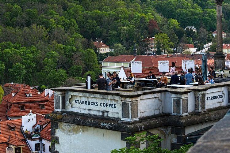 Starbucks di Kastil Praha, Ceko.