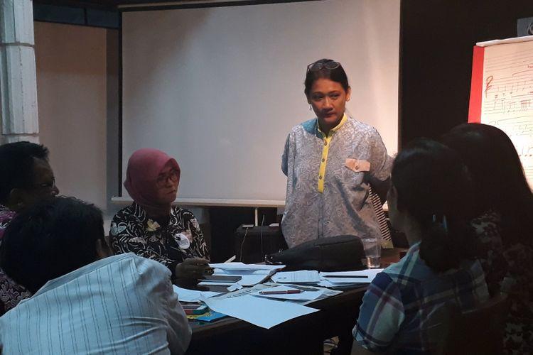 Dian HP diabadikan saat sedang memberikan Workshop Cipta Lagu Anak 2017 di Bentara Budaya Jakarta, Palmerah Selatan, Jakarta Pusat, Selasa (25/4/2017)