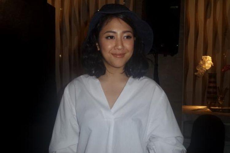 Sherina Munaf diabadikan usai konferensi pers film Wiro Sableng di JS Luwansa Hotel, Jakarta Selatan, Kamis (9/2/2017).