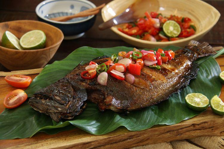 Ilustrasi ikan bakar dabu-dabu, kuliner khas Manado.