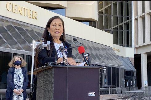 Ditunjuk Biden Jadi Mendagri AS, Siapakah Deb Haaland, Sang Wanita Pribumi Amerika?