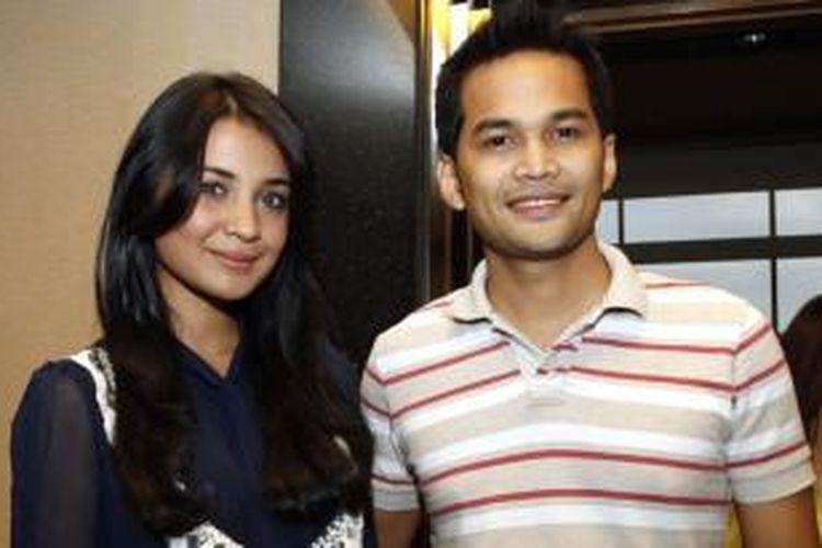 Artis Teuku Wisnu dan rekan seprofesi sekaligus kekasihnya, Shireen Sungkar, menghadiri konferensi pers peluncuran sinetron seri berjudul Ranum, di kantor MD Entertainment, Jakarta, Rabu (13/7/2011).