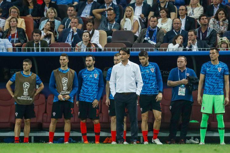 Zlako Dalic (baju putih) memerhatikan pertandingan Kroasia vs Inggris pada semifinal Piala Dunia 2018 di Stadion Luzhniki, 11 Juli 2018.