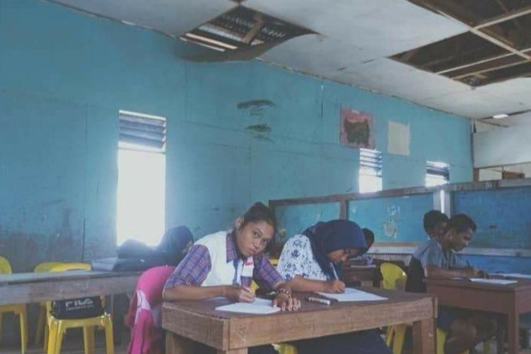 Ruang kelas di SMP Budi Luhur Sebakis, terlihat kerusakan di banyak bagian, sekolah ini berstatus filiat dan menginduk pada SMPN PGRI Nunukan
