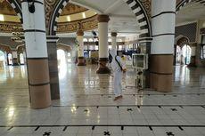 Jelang Idul Fitri, Masjid Agung Purwokerto Disemprot Disinfektan