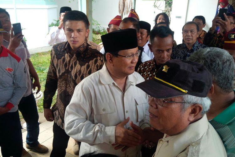 Capres nomor urut 02 Prabowo Subianto seusai menghadiri simposium dokter spesialis jantung di Pura Mangkunegaran Solo, Jawa Tengah, Sabtu (13/10/2018).