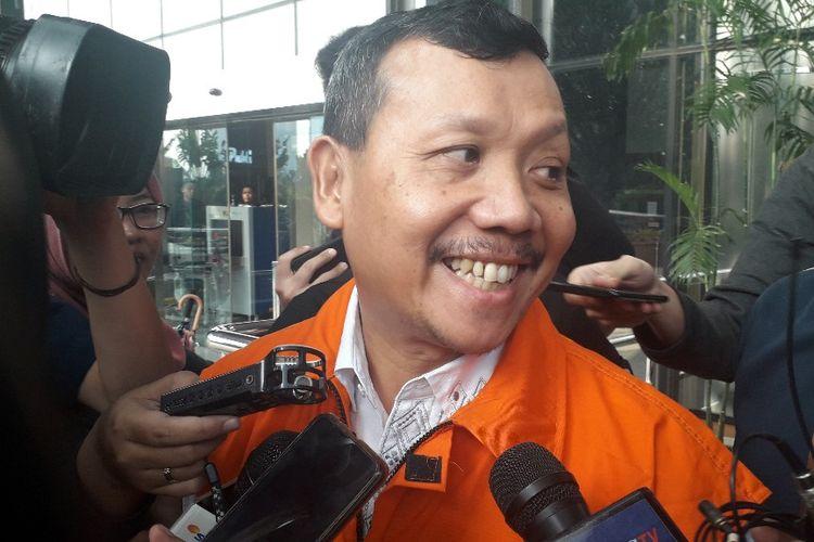 Sekretaris Daerah Jawa Barat Iwa Karniwa saat meninggalkan Gedung KPK usai diperiksa, Senin (2/8/2019).