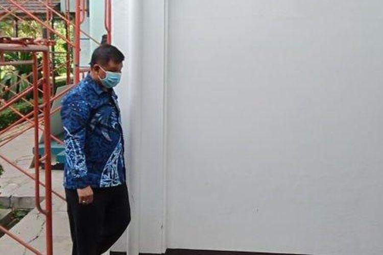 Bupati Bandung Barat Aa Umbara kembali diperiksa KPK hari ini, Kamis (12/11/2020). Pemeriksaan dilakukan di Gedung BPKP, Jalan Amir Machmud, Kota Bandung. (Tribun Jabar/Mega Nugraha)