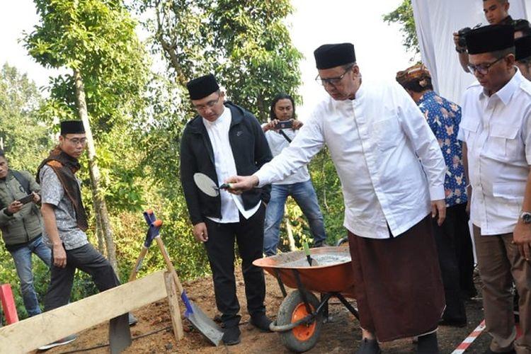 Wahidin Bangun Masjid untuk Wisatawan Negeri di Atas Awan