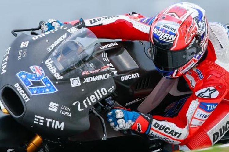 Pebalap penguji Ducati asal Australia, Casey Stoner, memacu Desmosedici GP17 pada hari pertama tes pramusim MotoGP 2017 di Sirkuit Sepang, Malaysia, Senin (30/1/2017).
