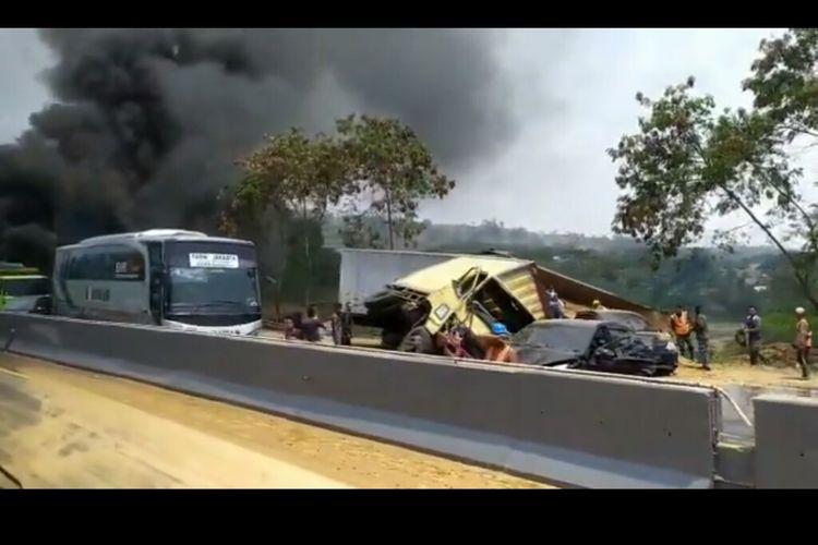 Kecelakaan beruntun di Cipularang.