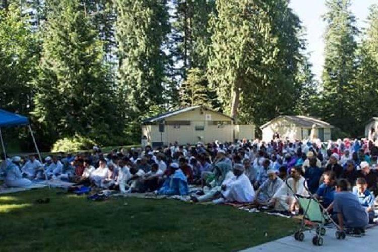 Suasana shalat Id yang dihadiri WNI dan anggota Everett Muslim Community di Seattle, Amerika Serikat, Minggu (25/6/2017