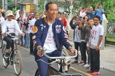 Hadir di Deklarasi Alumni Jogja SATUkan Indonesia, Jokowi Naik Sepeda Onthel