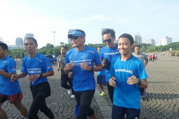 Wakil Gubernur DKI Jakarta Sandiaga Uno berlari dari rumahnga menuju Monas, Jumat (20/10/2017).